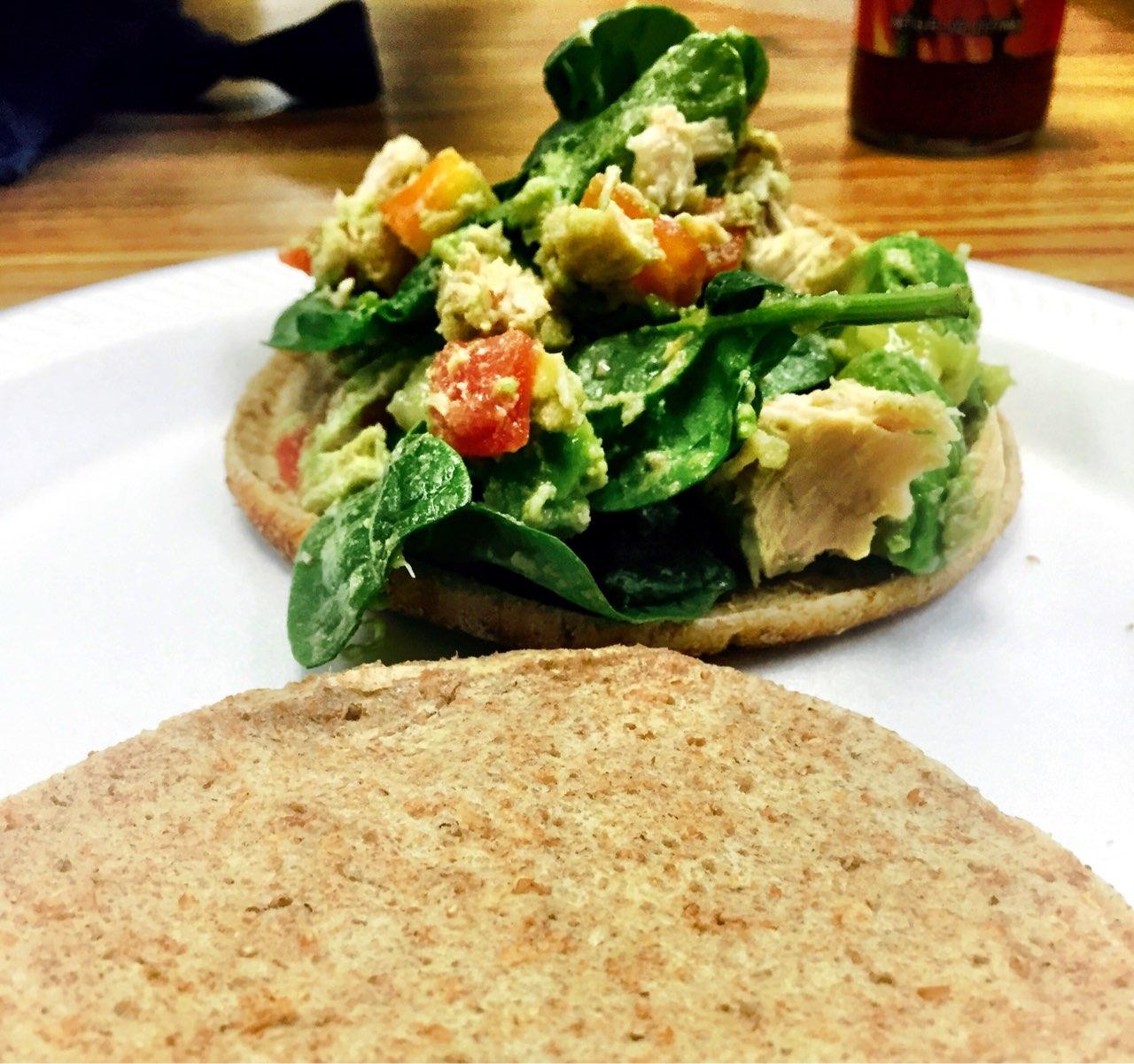 Nutritionist nate 39 s avocado tuna salad sandwich for Tuna fish salad calories